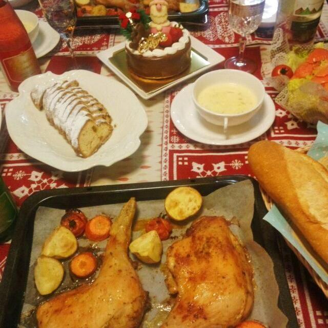 クリスマスはお仕事なので。 鶏もも肉を仕込みしておき、仕事から帰って30分でできる時短メニュー 毎年同じ(*^^*) - 45件のもぐもぐ - お家クリスマスパーティー☆ ローストチキン、スモークサーモンとサラダ、コーンクリームスープ、手作りシュトレン、フランスパン、クリスマスケーキ by sweetkitchen17