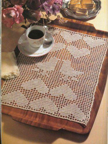kalp motifli dantel tepsi örtüsü modeli