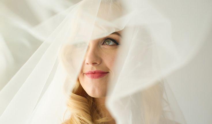 Vrei sa porti un voal special in ziua nuntii dar nu stii ce ti se potriveste? Wedding Box iti vine in ajutor si iti prezinta ultimele tendinte in domeniu!