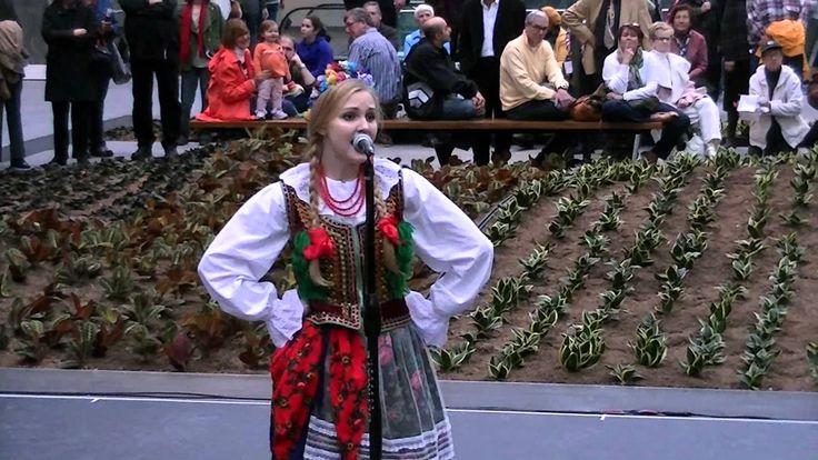 Teen girl tradional Polish song and dance