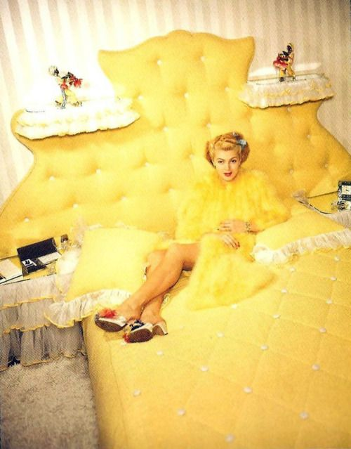 vintagegal:  Lana Turner at home 1940's