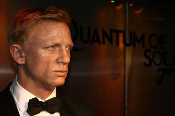 В новом фильме Джеймс Бонд женится и оставит службу http://actualnews.org/exclusive/197117-v-novom-filme-dzheyms-bond-zhenitsya-i-ostavit-sluzhbu.html  Инсайдеры раскрыли некоторые моменты сюжета нового фильма «бондианы» о Джеймсе Бонде. Главный герой картины влюбится, женится и оставит службу. Впрочем, любовь окажется недолгой, возлюбленную главного героя убьют, агент «007» поставит перед собой цель найти убийцу и вернется к работе.