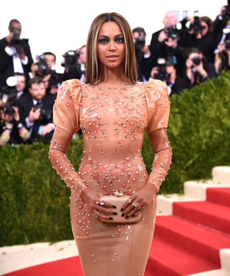 Newsflash: Beyoncés Body Is Changing Due To Her Pregnancy — & From Nothing Else+#refinery29