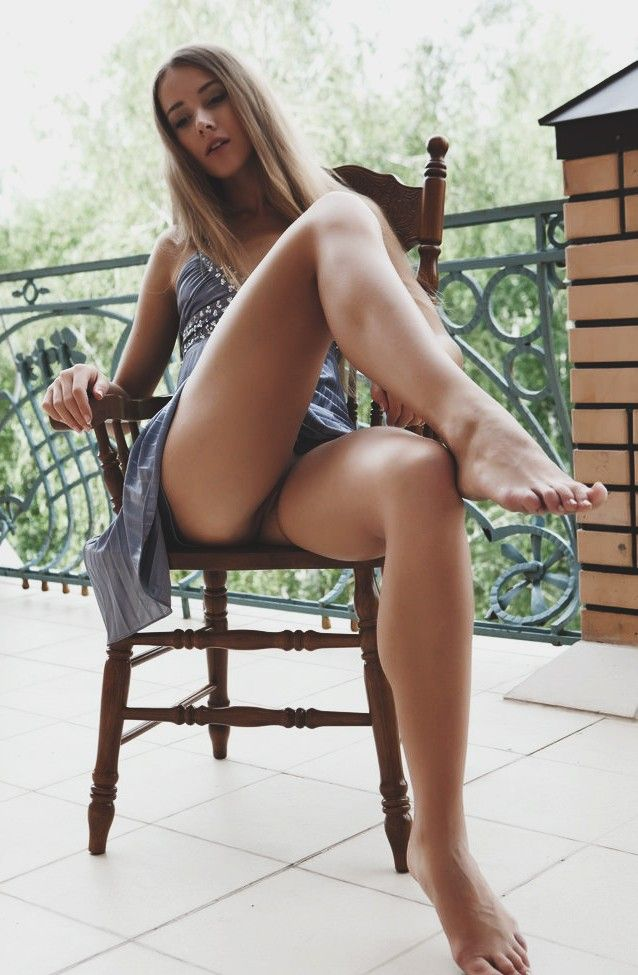 Nude women with sexy legs