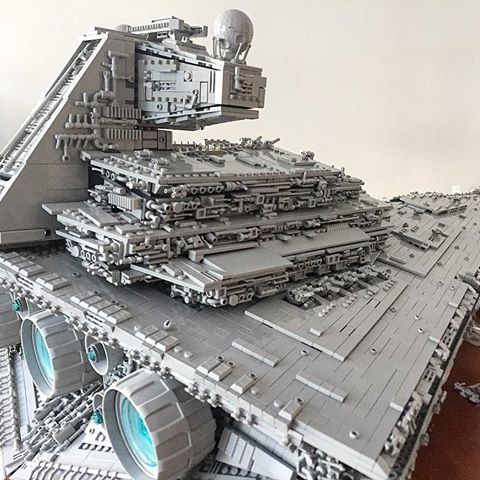My #stardestroyer from another angle revealing more details. I am going to post Star Destroyer pics for at least a week, so I hope you like them :) More than 200 #minifig hands were used as a part of the detailing, see if you can spot some of them here ;) #lego_hub #lego #starwars #starwarslego #legostarwars #instalego #legophotography #legostagram