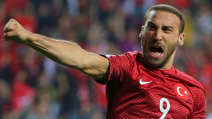 Cenk Tosun has scored eight goals in 24 games for TurkeyBesiktas striker Cenk Tosun will be Everton's main January signing target. Manager Sam Allardyce wants to make the 26-year-old his first major signing - in a deal worth around £25m - since succeeding Ronald Koeman. Allardyce is also pondering a £25m move for Sevilla midfielder Steven Nzonzi, who played for him at Blackburn Rovers.