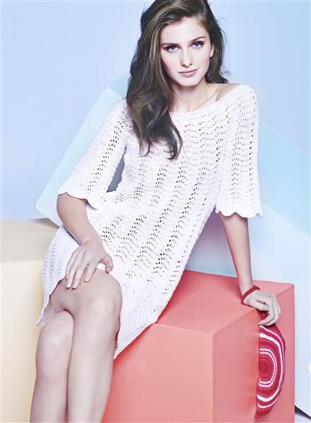"Vol 4: Design 7 ""Bianca"" kort kjole med havskummønster og design 8 clutchveske #LeilaHafzi #SandnesGarn"