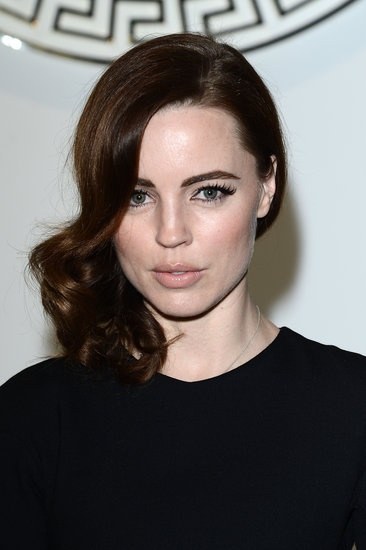 Melissa George, Milan: Actress Melissa George wore sideswept strands with vintage flair at the Versace presentation.