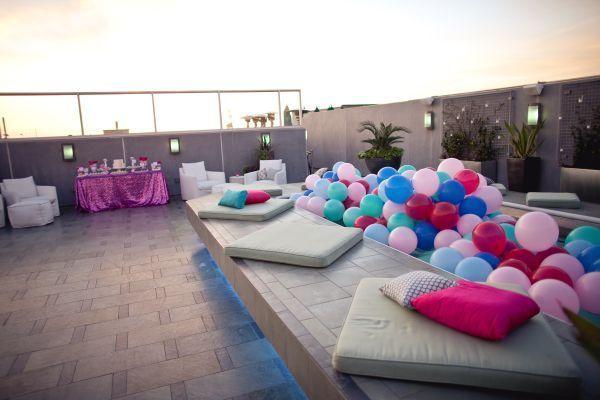 piscina con globos