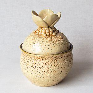 Originali keramikinė cukrinė. Su angele šaukšteliui. Dydis: 10,5*14 cm, talpa 260 ml.