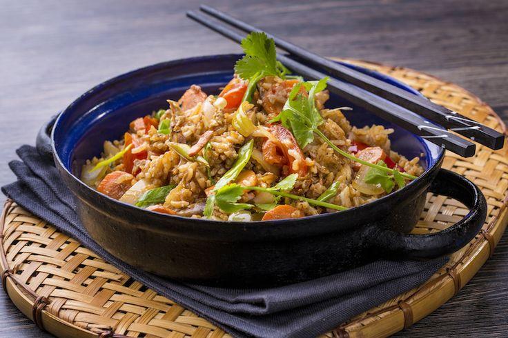 Tom Yum csirke tál // galanga, paradicsom, halszósz, chili olaj, citrom, citromfű, gomba, rizs, csirke