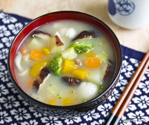 ダイエットの強い味方、生姜香る、具だくさん味噌スープ by ローベジ料理家mihoko / 糖や脂肪の排出に役立ち、低カロリーで、食物繊維豊富なきのこと、抗酸化力の高いかぼちゃ、人参、さつまいもを使った、ダイエット時におすすめの満腹スープです。 / Nadia