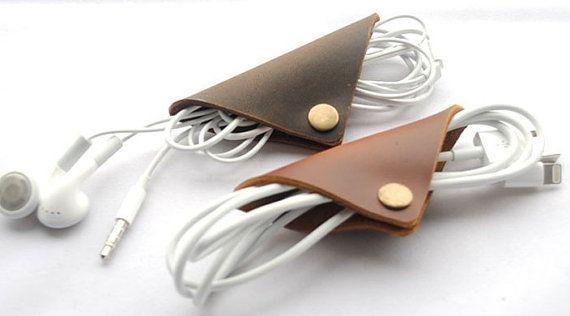 handgefertigte Leder Earbud Kopfhörer von CreativeLeatherShop #leather #diy #present #earbud