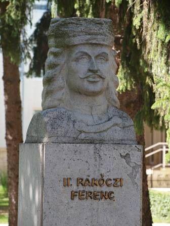 Borsos Miklós műkőből faragott szobrát 1999-ben leplezték le