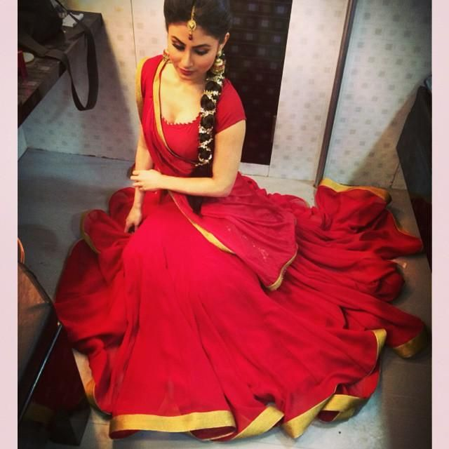Mouni Roy's pleasing-to-the-eye look at ITA 2014! (In Pics ...