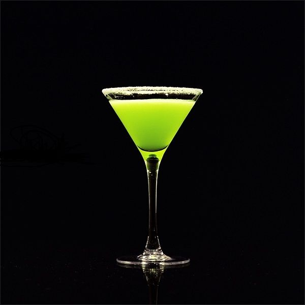 Ингредиенты:  45 мл джина 15 мл зелёного ликёра со вкусом мяты Creme de menthe 30 мл лимонного сока 1/6 чайной ложки angostura кубики льда  Приготовление: Хорошо перемешать в шейкере