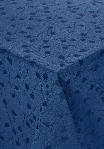 Teflonduk. Design med diskret bladmønster. 55% polyester, 45% bomull.