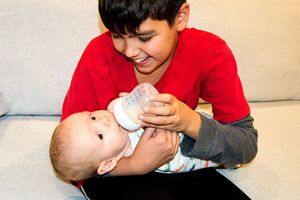Teaching My Baby to Take a Bottle with 3 Simple Techniques | #AventMoms