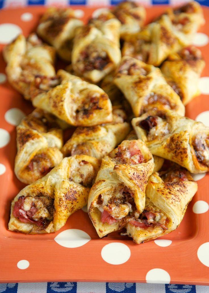 Gebäck-Puffs Schinken und Käse ~ Diese sind leicht zu machen und schmecken super - Schinken, Käse und Gewürze in Blätterteig gehüllt - für eine spätere Montage und einfrieren.  Diese sind so gut.  Groß für Parteien oder ein schnelles Mittagessen oder Abendessen.