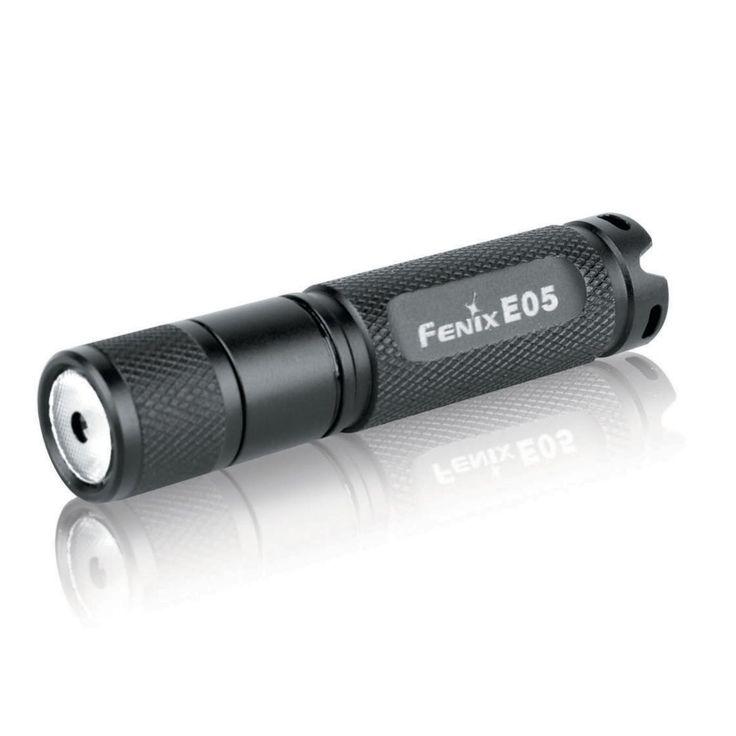 Linterna Fenix E05, con 30 lumenes. Ilumina a 26 metros de distancia. Dura 2 horas y 50 minutos con sólo 1 batería AAA (Colores disponibles: AZUL y ROSADO)