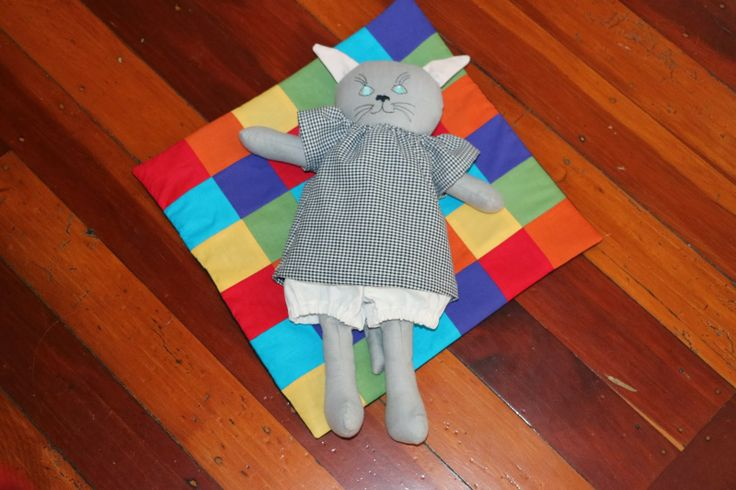 ROSEBUDS CRAFTS: THE FINISHED CAT ALL READY FOR HUGS!