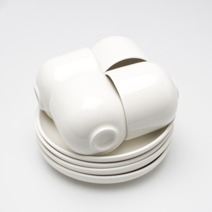 Kuru cups slide inside the plate and form a knot that holds them together.
