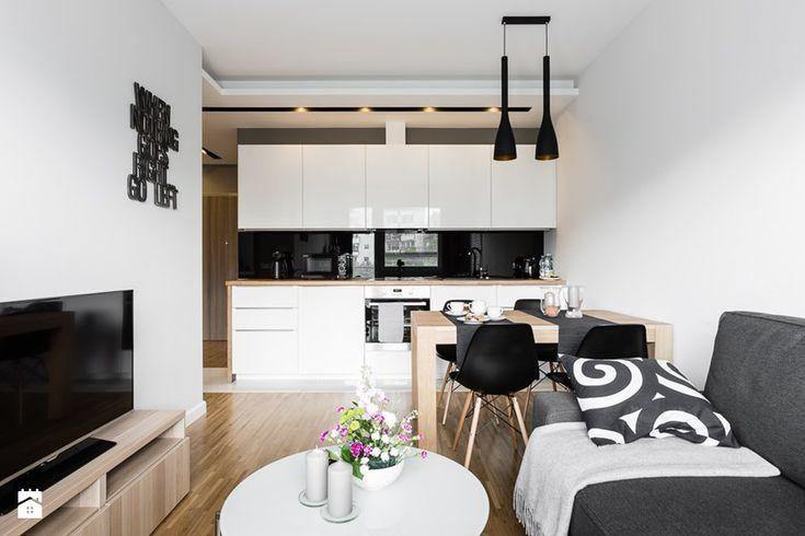 Apartament skandynawski - Aviator - Gdańsk - Mały salon z kuchnią z jadalnią, styl nowoczesny - zdjęcie od Anna Serafin Architektura Wnętrz