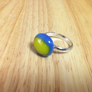 """Handcut fused glass ring  Glass size: 9mmX8mm  Ring type: adjustable ring Ring color: silver  Designed by """"bittnada"""""""