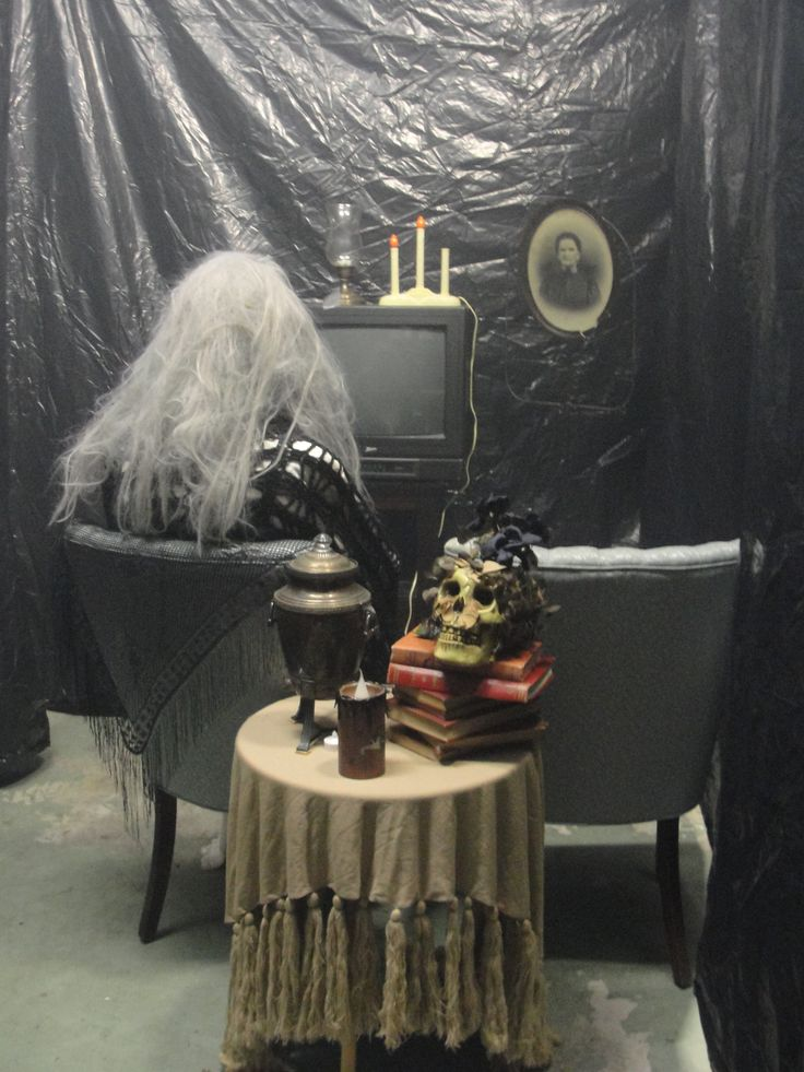 Haunted garage halloween pinterest witch room front for Good themes for a haunted house