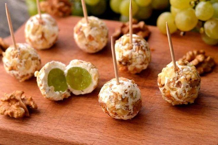 Отличный рецепт приготовления закуски из винограда, козьего сыра, грецких орехов и свежего тимьяна.