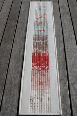 Quick and easy tablerunner.  Could be a great hostess gift.  Sew Its Finished: Finish # 2