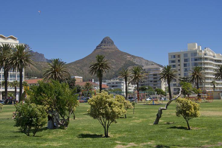 Bergstoppen Lion's head är ett tydligt riktmärke vart du än befinner dig i Kapstaden. #Cape #Town #Kapstaden #South #Africa #Sydafrika #Travel #Resa #Resmål #Afrika #Vacation #Semester #Lions #Head #Lionshead #Berg