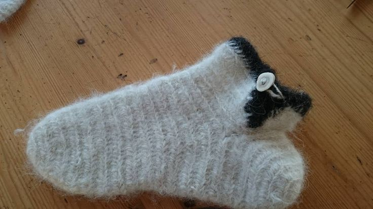 Needlebound / nalbound sock (with reindeer horn button) made using two behind thumb loops + F2 (Oslo or Mammen?) by Hiltrud Pfeiffer. She used a rolling-pin for flatbread on the surface to felt it together, which seems to have given them a more fuzzy look. Posted [in Swedish] 2015-11-05 in Nålbindning facebook group. Please see link for post!