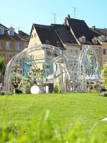 La place de la Réunion se transforme en jardin éphémère au mois de septembre. www.tourisme-mulhouse.com #mulhouse #alsace #jardin