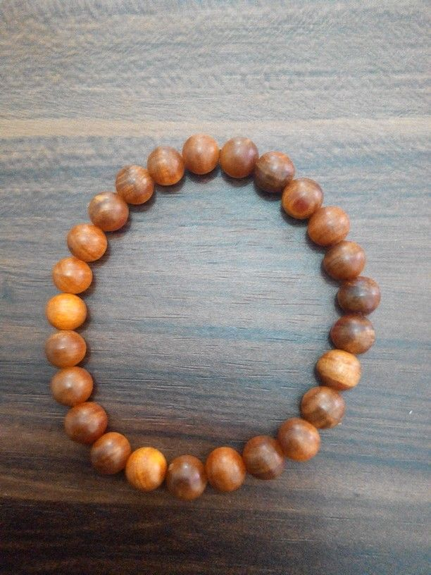 Gelang agathis 8mm.  Check www.indonesianhandycraft.com for more info.