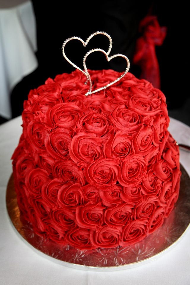 Images Of Red Cake : Red Rose Wedding Cake Weddings
