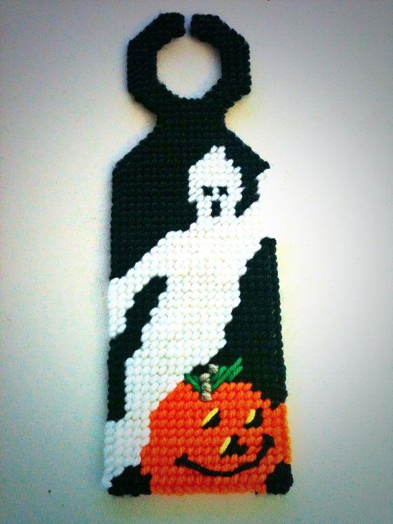 Ghost and pumpkin doorknob hanger plastic canvas