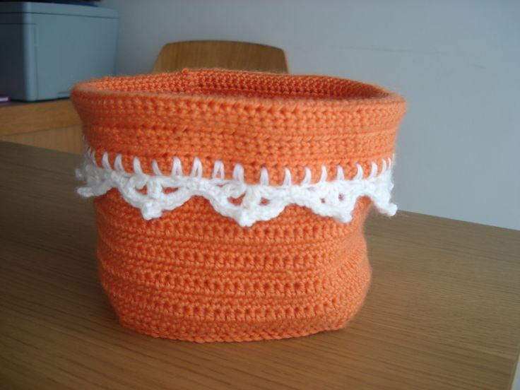 Crochet - Orange basket finished  ----- For the basket base: Circle square pattern - http://madebydo.blogspot.pt/2013/02/large-circles-in-square-tutorial.html  For the crochet edge: http://dada4you.blogspot.pt/2014/04/crochet-border-chart.html