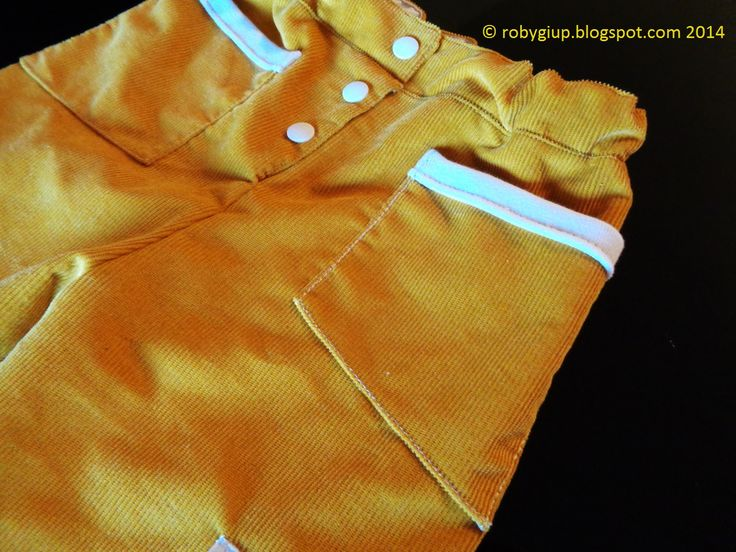 Pantaloni bambino in velluto: dettaglio delle tasche a trapezio - RobyGiup handmade #abbigliamento #bambino