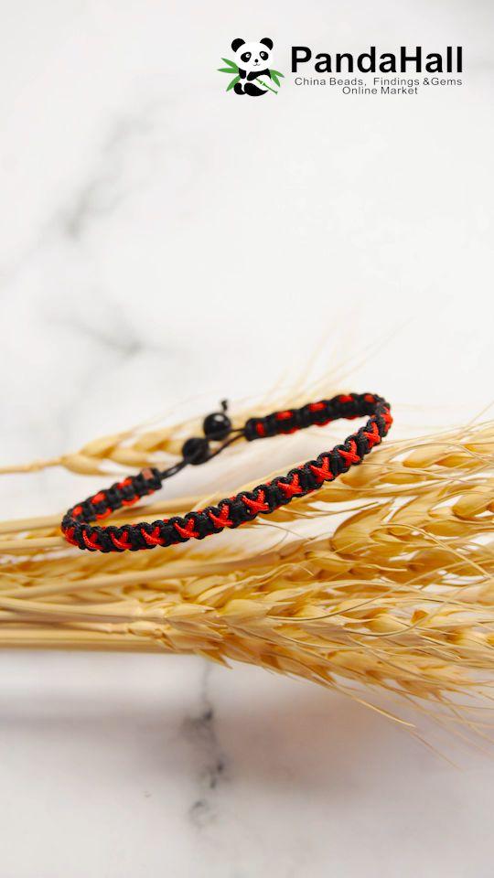 Tutorial on Red Cross Braided Bracelet – Diy Bracelets İdeas. Diy Bracelets Video, Diy Friendship Bracelets Patterns, Braided Bracelets, Macrame Bracelets, Handmade Bracelets, Macrame Knots, Loom Bracelets, Micro Macrame, Embroidery Floss Bracelets