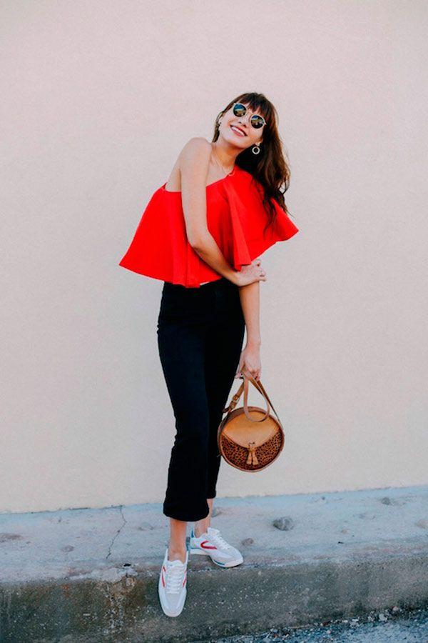 Street Style. Blusa de um ombro só vermelha c20ca19e3e7