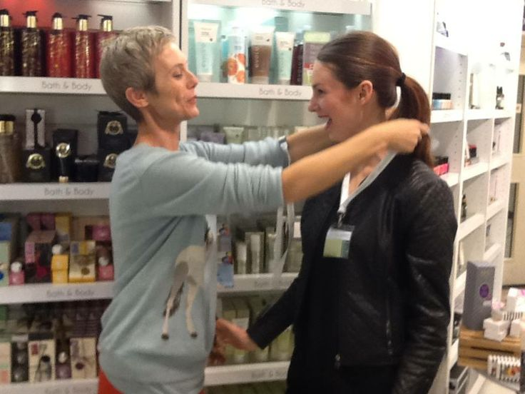 Kati presents an Evolu lanyard to a newly appointed Evolu expert at Kirkcaldie and Stains #evoluskincare