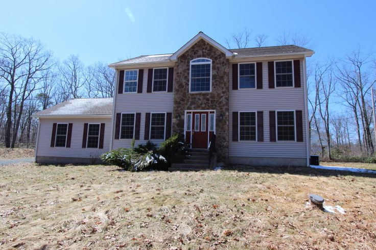 Just Listed in #Milford #PikeCounty Beautifully updated 4 bedroom, 2.5 bath #Colonial #home on cul de sac. Features bright airy floor plan, living room fireplace, hardwood floors, office, family room, 2 car garage and central air. $259,000 #realestate #forsale #ChantRealtors Dave Chant & Nicole Patrisso Davis R. Chant Realtors www.chantre.com 570.296.7717