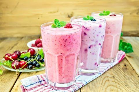 Leckere Abnehmshakes zum selber machen: Probieren Sie unsere Fruchtshakes mit Eiweiß zum Abnehmen, mit Kirschen, schwarzen Johannisbeeren oder Himbeeren ..