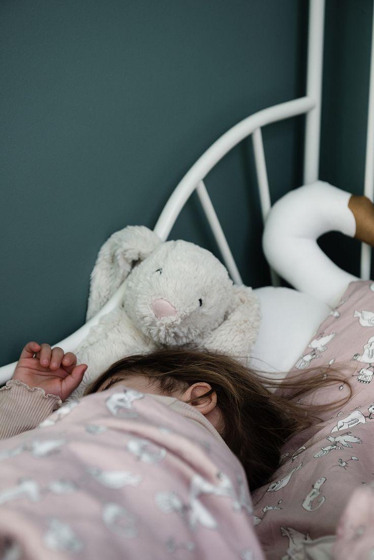 Påslakanset Fairytale Rose, kollektion NG Baby Woods & Fairytales i ekologisk GOTS-certifierad bomull.   Källa: Sriwanna