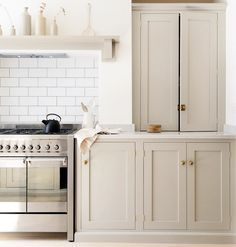 Subway tile + taupe cabinets.