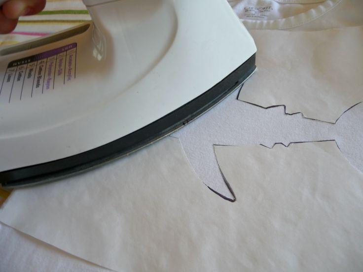 Bom Camiseta Infantil Fácil de Customizar com Estêncil , Camiseta Infantil Fácil de Customizar com Estêncil Vira e mexe, na folga entre um trabalho e outro de costura,você gosta de fazer algo para seus... , Rogério Wilbert , http://blog.costurebem.net/2013/08/camiseta-infantil-facil-de-customizar-com-estencil/ ,  #camisetadecriança #CamisetaInfantilFácildeCustomizarcomEstêncil #camisetas #moldevazado #mostrar #papelestêncil #papelfreezer #tiaras #vestidinhos