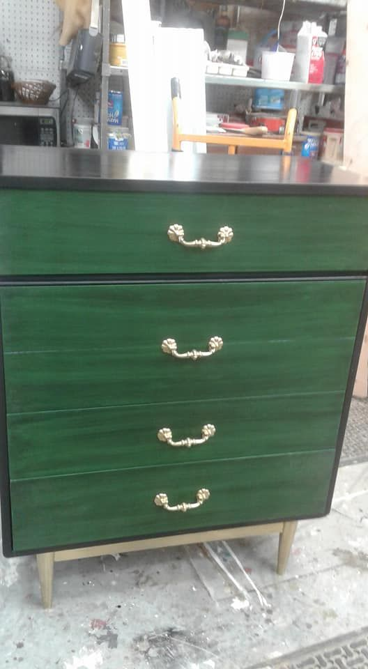 Lisa Glover Did This In Caviar And Evergreen, Spray Painted The Handles And  Legs!