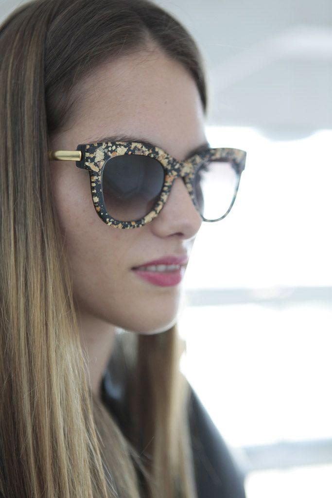 Made in Spain. Detalle de las gafas de Thierry Lasry de la top Marina Jamieson.