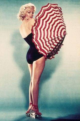 Klasszikus szőke szexbombák. A férfiak mindig is bomlottak a csinos szőke színésznőkért, a nők milliói pedig szerettek volna hasonlítani ezekhez, és a cél érdekében legalább a hajukat szőkére festették. A szőke szexbomba kategóriát egyértelműen Marilyn Monroe emelte magasabb szintre, hozzá képest sokan csak klónnak tűntek és tűnnek.